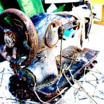 Stara maszyna do szycia z trawy